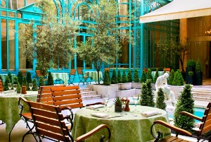 Westin Paris la terrasse: Open air dining at le First