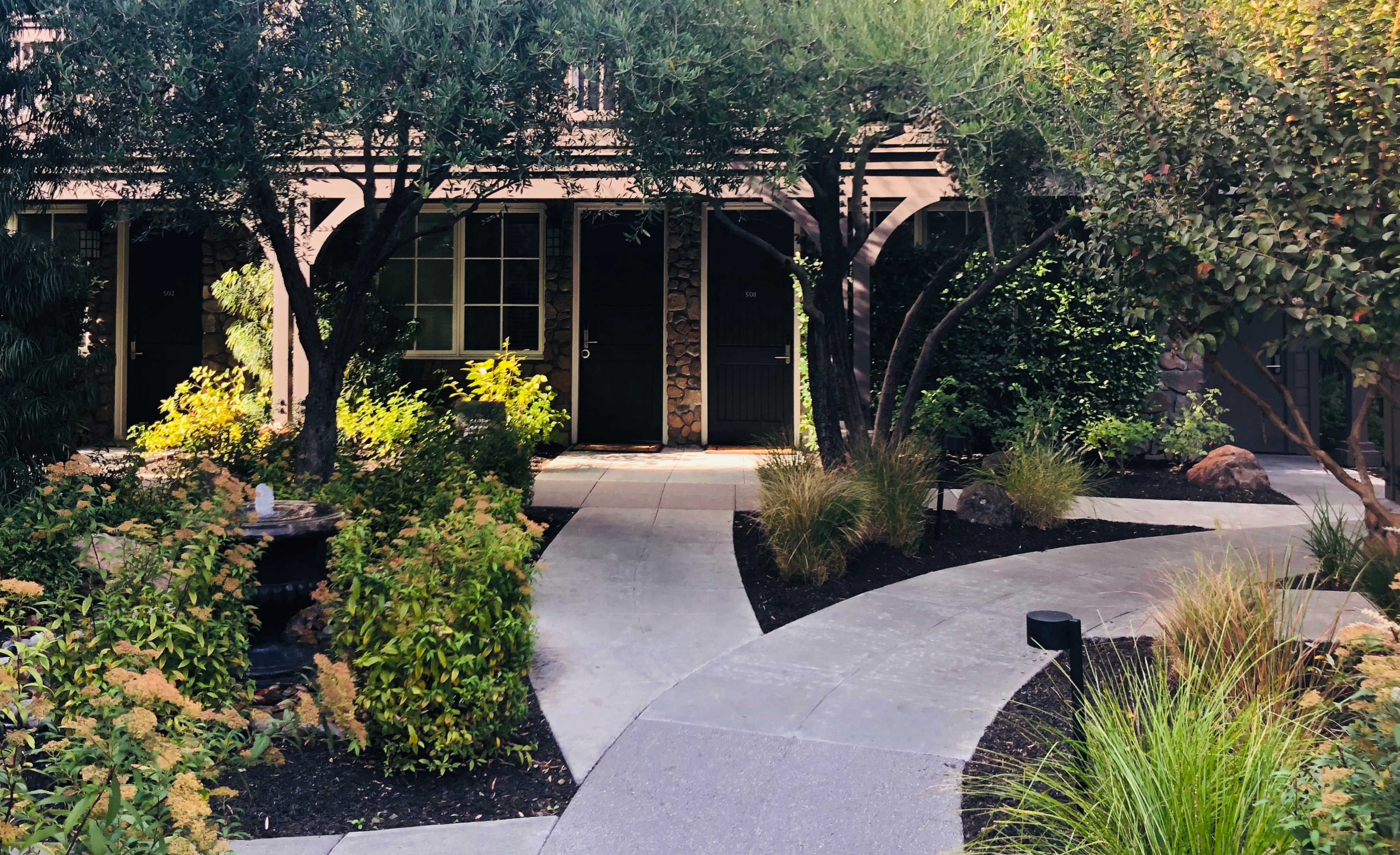 landscaped walking path to hotel yountville room
